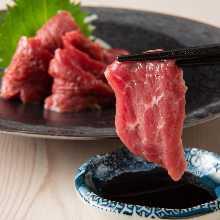 말고기 특상 붉은 고기 육사시미