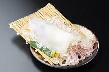 오징어 스가타즈쿠리(통째로 그릇에 담는 회)