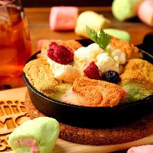 초콜릿소스 곁들인 딸기, 구운 마시멜로