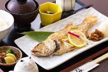 구운 생선 구이 밥상