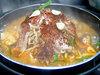 사누키 고메부타(쌀을 사료로 키운 돼지)를 넣은 빨갛고 매운 전골
