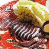 오징어 내장 소스를 곁들인 통오징어와 봄 양배추의 석쇠구이