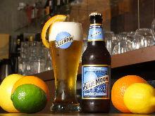 蓝月亮啤酒
