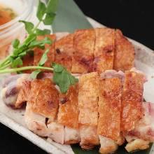 烤整片土鸡腿肉 配香橙胡椒