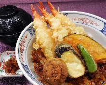 虾和蔬菜天妇罗盖饭