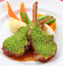 香草烤羊羔肉排