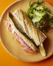 青花鱼三明治