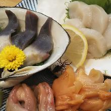 3种贝类生鱼片拼盘