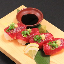 炙烤马肉手握寿司