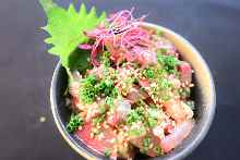 腌渍海鲜盖饭