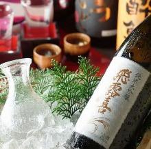 对比品尝3种日本酒