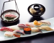 12种手握寿司拼盘 附当季碗装汤菜