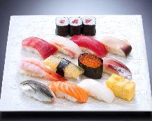11种手握寿司拼盘 附煎蛋卷和3块细卷寿司