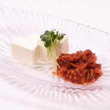 腌鳕鱼内脏和奶油奶酪