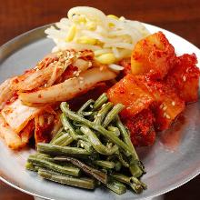 泡菜和拌菜拼盘