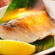 炙烤青花鱼生鱼片