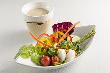 香蒜鳀鱼热蘸酱沙拉
