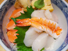 鲑鱼扇贝盖饭