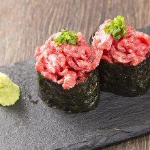 生拌牛肉军舰寿司