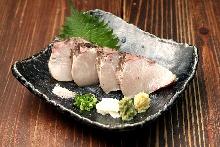稻草熏烤寒鰤鱼