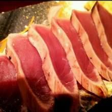 炙烤鲣鱼生鱼片