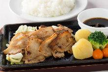 成吉思汗锅烤猪肉蔬菜