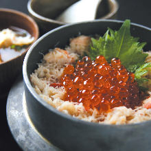 鲑鱼籽盖蟹肉饭