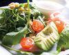 鲜虾牛油果的凯撒沙拉