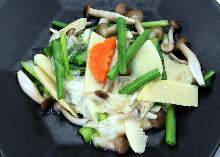 豆腐皮炒绿叶菜