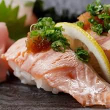 炙烤三文鱼寿司