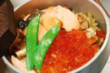 鲑鱼和鲑鱼子亲子锅饭