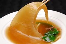 炖煮鱼翅、红烧排翅