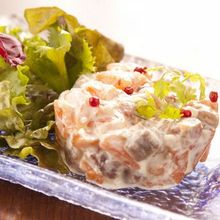 三文鱼和牛油果塔塔酱