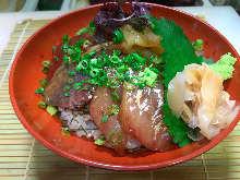 海鲜盖饭 浇萝卜泥酱汁