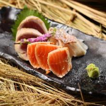 3种稻草熏烤鲜鱼切块拼盘