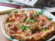 生火腿芝麻菜披萨