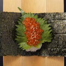 鲑鱼子手卷寿司
