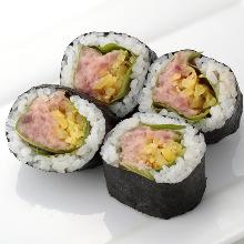 金枪鱼腩腌萝卜卷寿司