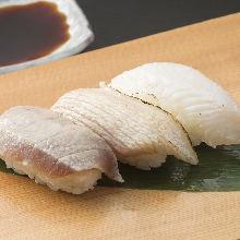 3种炙烤手握寿司拼盘