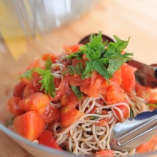 凉制番茄紫菜荞麦面