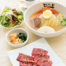 盛冈冷面和烤肉特制午餐