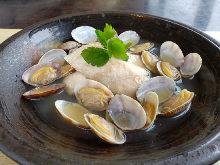 葡萄酒蒸白身魚和蛤蜊