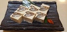 褐藍子魚豆腐