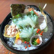 活絲背細鱗魨生魚片