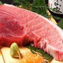 鮪魚剖面生魚片