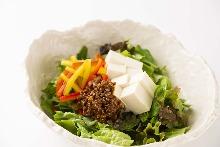 豆腐沙拉 配芝麻沙拉醬