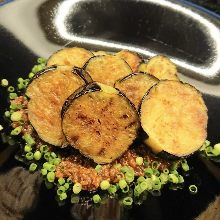 炭火烤炸茄子 配雞肉味噌醬