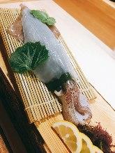 整隻魷魚生魚片