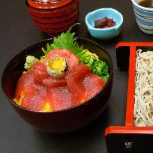 鮪魚雙色蓋飯與蕎麥麵套餐