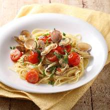 蛤蜊番茄醬汁義大利麵